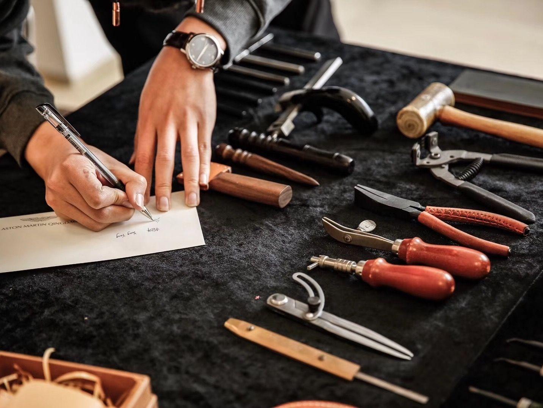 mr leather皮革工作室,是一个专业手缝皮具体验课堂.